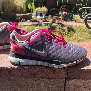 Women's Nike Shoes gray and pink. Size 7